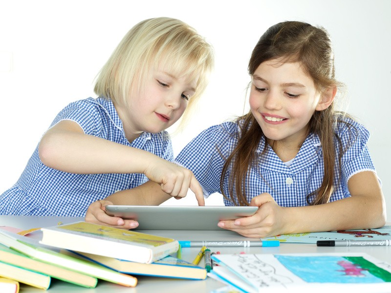 iPad tablet - CREATIO Językowa Szkoła Podstawowa Kaliszki Czosnów Łomianki Nowy Dwór Mazowiecki Zakroczym